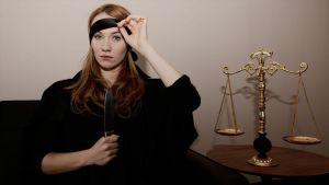 Lizzie Schebesta as Portia 1