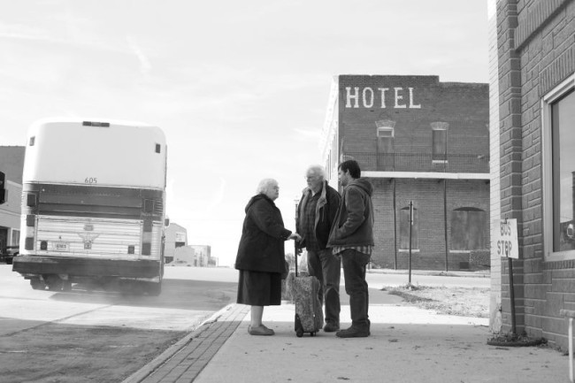 nebraska-bruce-dern-will-forte-e-june-squibb-in-una-scena-del-film-296223