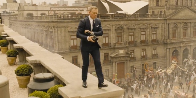 Spectre-trailer-blue-prince-of-wales-suit