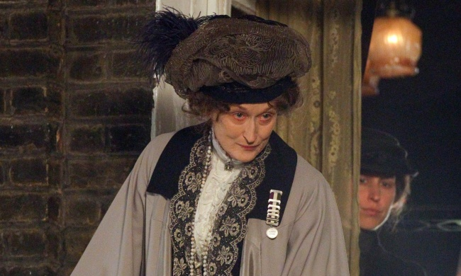 "24th March 2014: First images of American actress Meryl Streep playing Emmeline Pankhurst in ""Suffragette"". Pankhurst (1858 - 1928) was a British political activist and leader of the British suffragette movement (who helped women win the right to vote) The biopic will focus on the early days of the movement. Non Exclusive Worldwide Rights Pictures by : FameFlynet UK 2014 Tel : +44 (0)20 3551 5049 Email : info@fameflynet.uk.com 1082908 24-03-14 FLYNET film set filming event events movie suffragette feminist biopic historical period drama costume U"